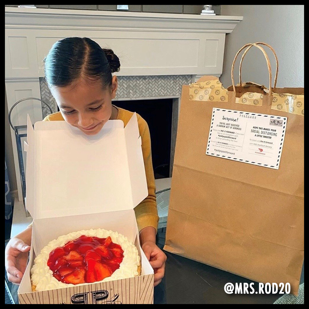 Girl opening a Banberry pie box. Image from @mrs.rod20